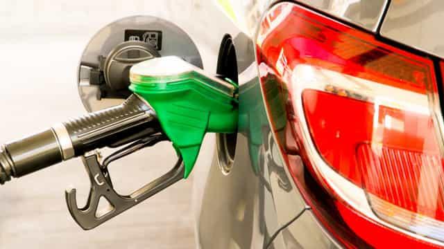 Vinte governadores desmentem Bolsonaro sobre aumento do ICMS da gasolina