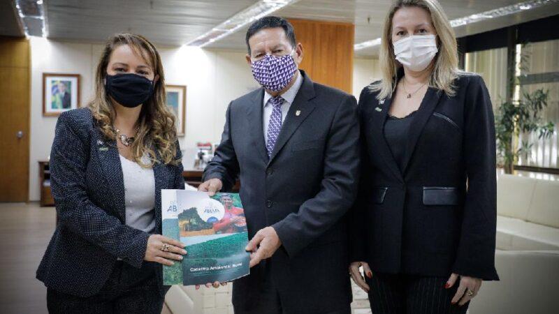 Sema apresenta redução de 21% no desmatamento em MT ao vice-presidente Mourão