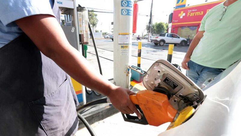 Preço do combustível aumenta 54% em 12 meses no estado