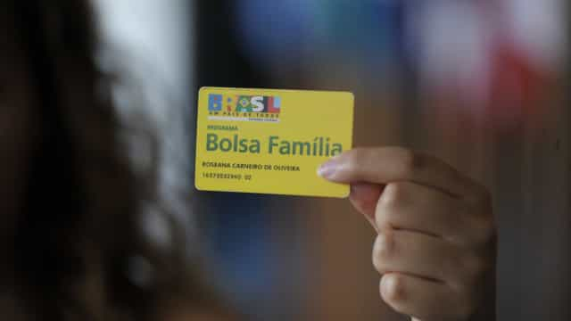 Brasil gasta 20 Bolsas Famílias com áreas pouco eficientes e servidores
