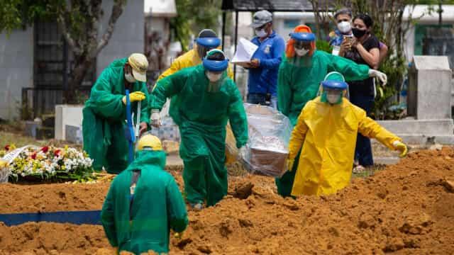 Brasil registra 530 mortes e 17.758 casos de covid-19 em 24h