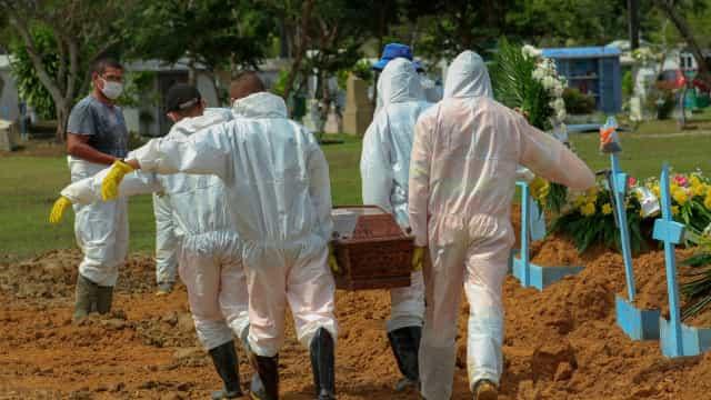 Brasil registra 686 mortes por Covid e mais de 22 mil casos em 24 h