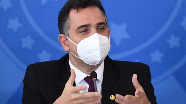 Pacheco critica tentativa de vincular reforma do IR como fonte de Auxílio Brasil