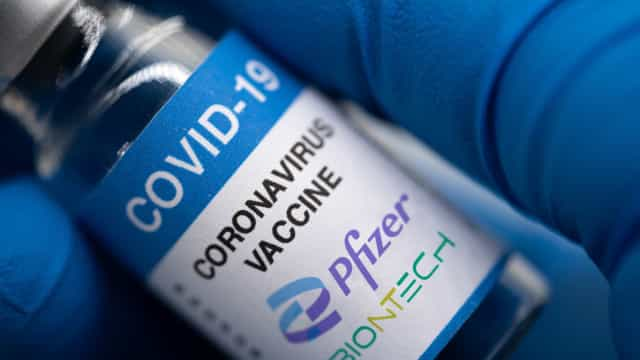 Brasil recebe lote de 4,5 milhões de doses da vacina da Pfizer