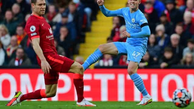 Liverpool abre vantagem duas vezes, mas cede empate ao City em jogo espetacular