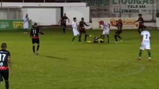 Jogador chuta cabeça de árbitro na segunda divisão gaúcha e é preso; veja o vídeo