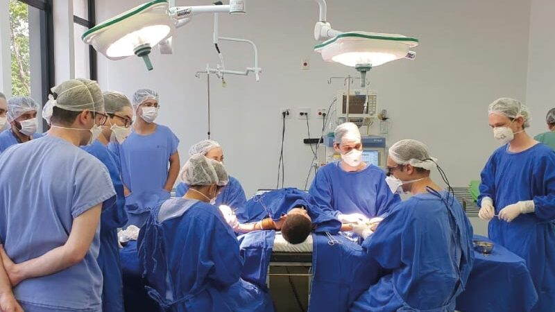 Pele de tilápia ajuda em cirurgia corretiva de crianças com dedos grudados